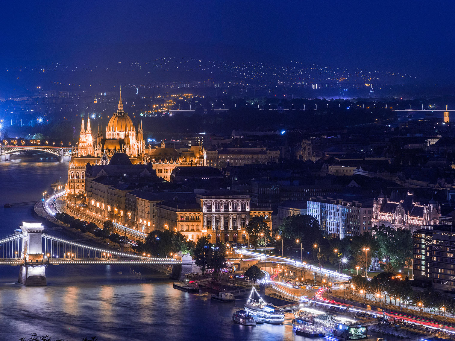 tommyshih-budapest-parliamentboats-gellerthill-web